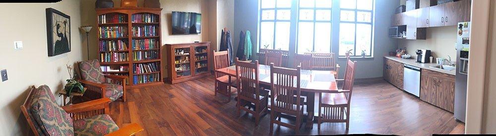 The lounge inside Indian Prairie Animal Hospital